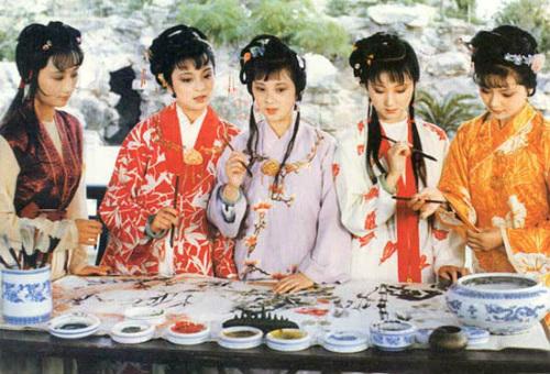 Hồng lâu mộng là một trong tứ đại danh tác của Trung Quốc, bên cạnh Tam quốc diễn nghĩa của La Quán Trung, Thủy hử của Thi Nại Am, Tây du ký của Ngô Thừa Ân. Truyện mô tả cuộc sống nhiều mặt của một đại gia đình quý tộc đời Thanh, đồng thời khắc họa những mảng tối của xã hội phong kiến Trung Quốc. Hồng lâu mộng từng được dựng thành phim truyền hình năm 1987.