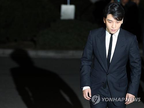 Seungri bị triệu tập hôm 27/2.