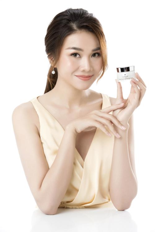 Thanh Hằng trở thành gương mặt đại diện của mỹ phẩm Sakura - 2