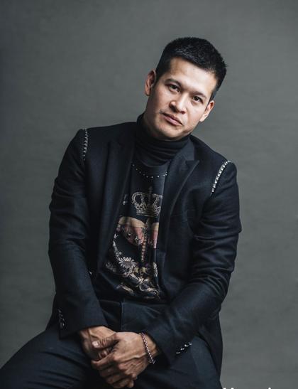 Đạo diễn Việt Tú.