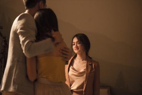Hương Giang bị bạn trai phản bội trong MV.