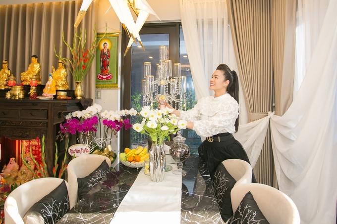 Biệt thự 220 m2 của Nhật Kim Anh