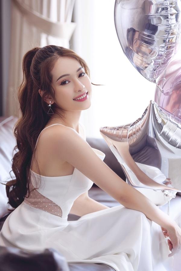 Bạn gái Dương Khắc Linh đón tuổi 26