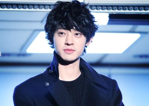 Jung Joon Young sinh năm 1989, từng tham gia các showthực tế Superstar K4, Hai ngày một đêm...