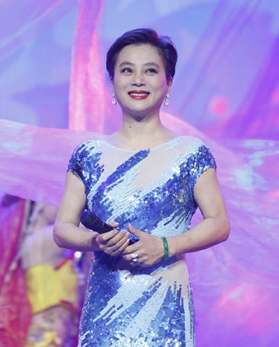 Lý Linh Ngọc còn nổi tiếng với vai trò ca sĩ, từng phát hành 23 album và tổ chức nhiều liveshow. Những năm gần đây cô tham gia nhiều chương trình truyền hình ca nhạc.