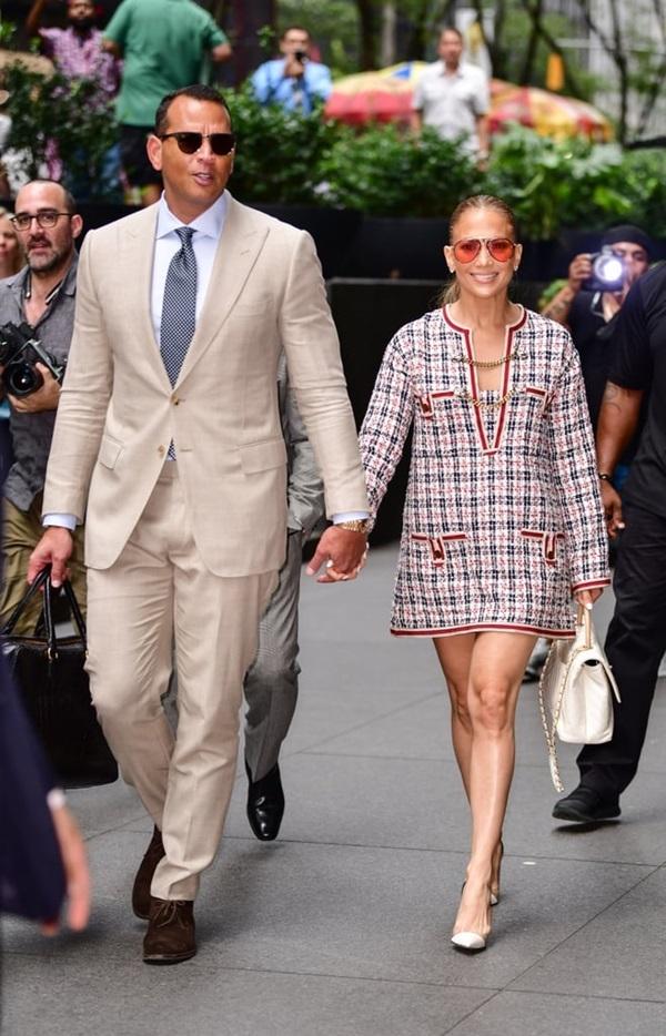 Phong cách sành điệu của Jennifer Lopez và người tình