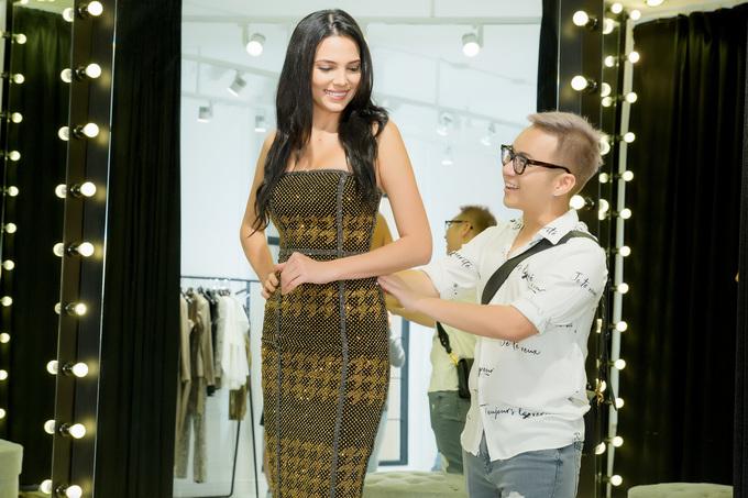 Hoa hậu Siêu quốc gia 2018 diện đầm tôn ngực của Chung Thanh Phong