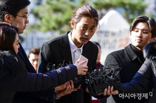 Jung Joon Young trình diện cảnh sát.
