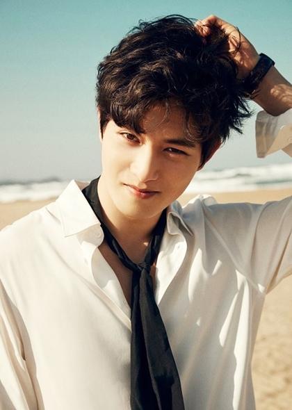 Lee Jong Hyun khiến khán giả thất vọng vì vướng bê bối sex.