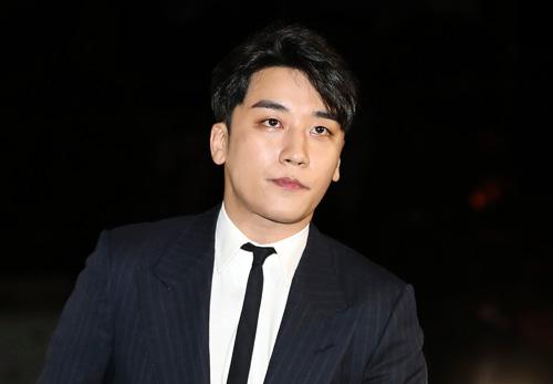 Seungri bị triệu tập cùng ngày với Jung Joon Young.