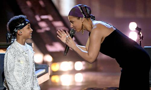 Con trai chín tuổi của Alicia Keys biểu diễn cùng mẹ