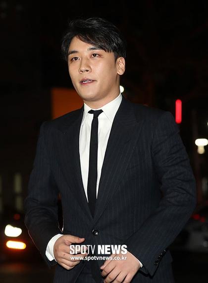 Seungri khiến người hâm mộ thất vọng vì loạt bê bối đời tư.