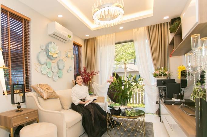 Phòng ngủ chứa tủ đồ tiền tỷ của Nhật Kim Anh