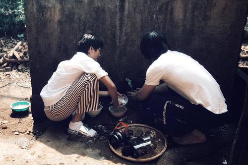 Không gian bếp đơn giản của gia đình HHen Niê.