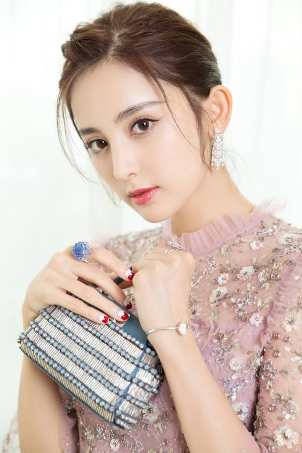 Sao 21 tuổi được bình chọn đẹp nhất Trung Quốc
