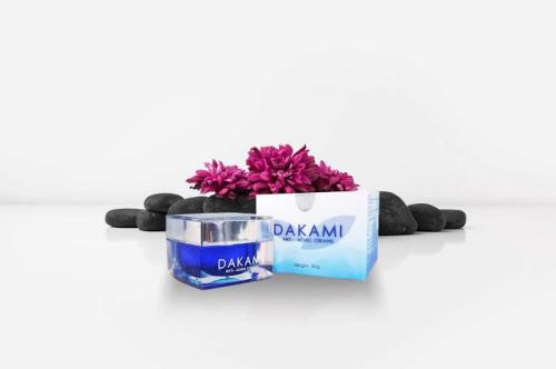 Kem chống lão hóa Dakami chứa nhiều loại vitamin tốt cho da.