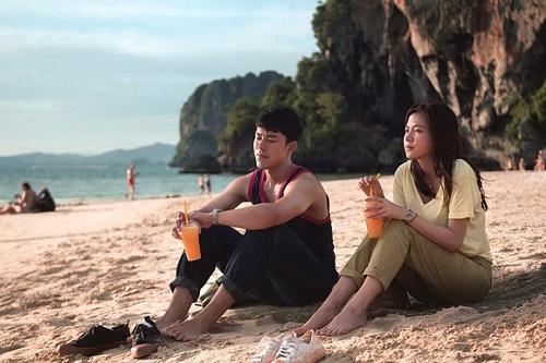Một cảnh vừa giới thiệu khu du lịch, vừa thể hiện tình cảm nhân vật trong phim.