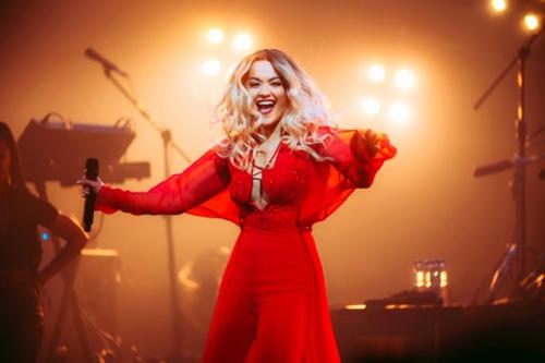 Rita Ora là ca sĩ  từng giành được nhiều giải thưởng lớn như Bambi Award 2015, Global award – Best pop 2017 và 2018. Bản hit