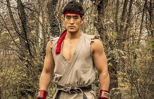 Mike Moh sinh năm 1983, đóng nhiều phim võ thuật của Hollywood.