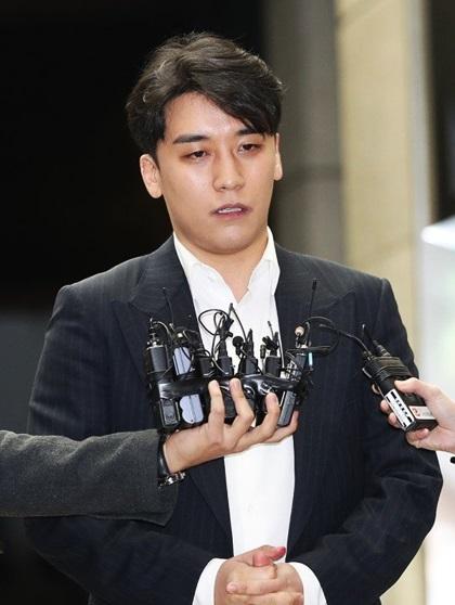 Seungri đã xin lỗi dư luận Hàn Quốc về scandal của bản thân.