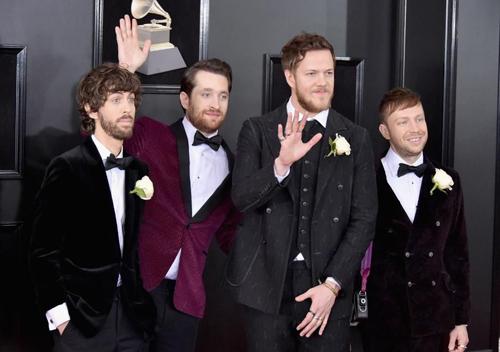 Wayne Sermon, Daniel Platzman, Dan Reynolds và Ben McKee (từ trái sang) của nhóm Imagine Dragons tại lễ trao giải Grammy 2018 ở Mỹ. Ảnh: Mike Coppola/FilmMagic.