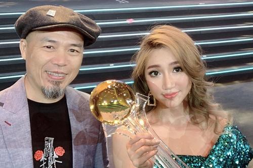 Orange bên nhạc sĩ Huy Tuấn - thành viên hội đồng chuyên môn của cuộc thi.
