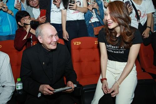 Ngày 24/3, nhạc sĩ Vũ Thành An đến rạp xem phim của Mỹ Tâm. Ông nóibiết đến tác phẩm qua mạngxã hội và các kênh đại chúng từ nhiều tháng trước.