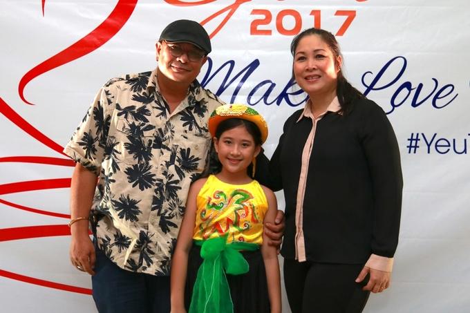 Con gái 12 tuổi, yêu diễn xuất của nghệ sĩ Hồng Vân