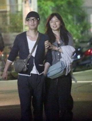 Vợ chồng Tomoko Yamaguchi trong đời thường.