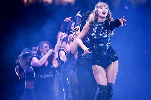 Taylor Swift trong show diễn Reputation. Ảnh: Billboard.