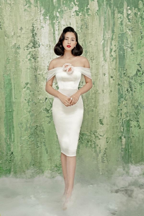 Hoa hậu Tiểu Vy khoe ngực với loạt đầm cắt xẻ