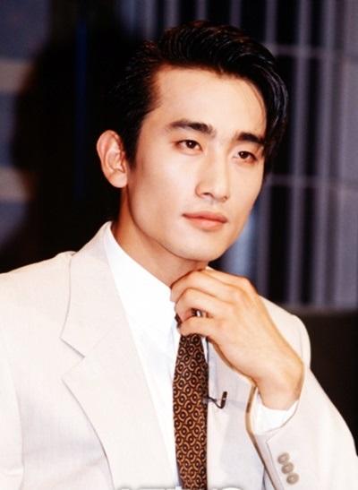 Trang Daum nhận xét: Anh ấy không đẹp theo kiểu mỹ nam như Jang Dong Gun, lãng tử như Son Ji Chang hay thư sinh như Kim Min Jong. Ở Cha In Pyo là vẻ đẹp mạnh mẽ và quyết đoán,