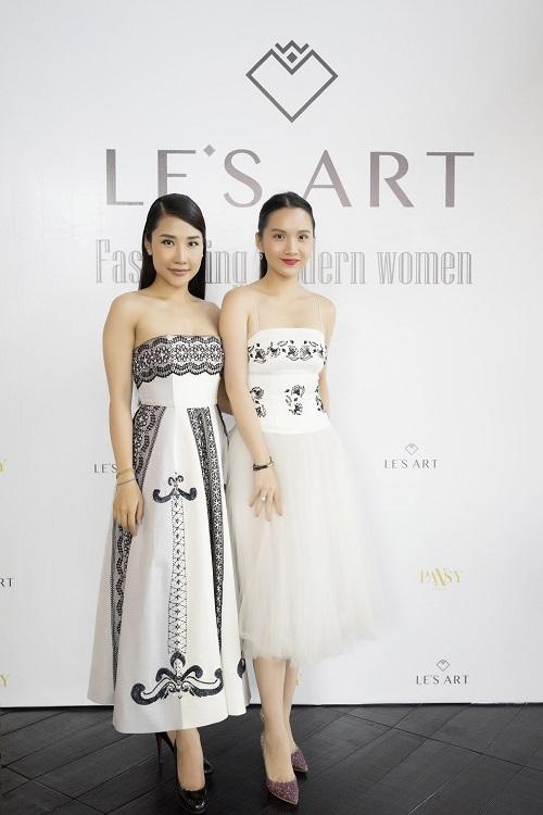 Á khôi thời trang Phan Nga (bên trái) cùng doanh nhân Lê Thục Anh.