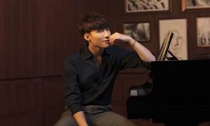 Sơn Tùng M-TP tạo dáng bên đàn piano trong bộ ảnh mới