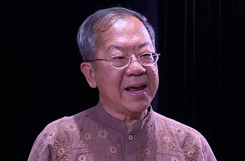 Đạo diễn Chua Soo Pong có nhiều kinh nghiệm làm việc với các nghệ sĩ Việt. Tháng 9/2017, ông dựng vở Hồng lâu mộng với Nhà hát Kịch Việt Nam.