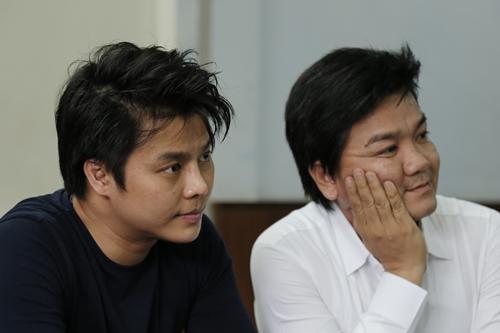 Nghệ sĩ Võ Minh Lâm (trái) và Lê Tứ ở sự kiện.