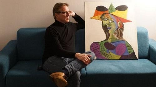 Arthur Brand nói ông nhận ra ngay bức tranh của Picasso bởi như có phép màu ẩn chứa đằng sau nó. Ảnh: AFP.