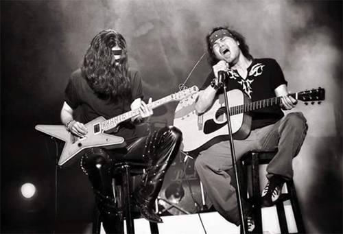Trần Tuấn Hùng (trái) và Trần Lập – hai biểu tượng của ban nhạc Bức Tường.