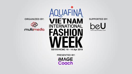 Trở lại sau 8 kỳ tổ chứcthành công, Vietnam International Fashion Week (VIFW)đã khởi động mùa thứ 9 với nhiều đổi mới. Một trong số đólà cái bắt taygiữa Tuần lễ thời trangvà thương hiệu Aquafina (thuộc Công ty TNHH Nước giải khát Suntory PepsiCo Việt Nam), mang đếndiện mạomới, mở ra nhiều cơ hội vàđột phá cho sự kiện thời trang mang tầm quốc tế duy nhấttại Việt Nam đến thời điểm hiện tại. Gương mặt mở màn cho tuần lễ thời trang năm nay là nhà thiết kếChung Thanh Phong.