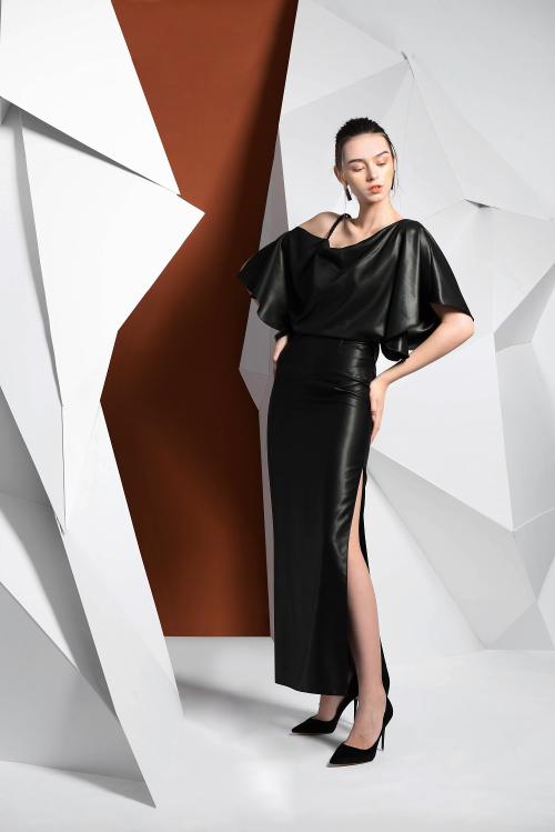 Thương hiệu Hanoia kỳ vọng, trong tương lai việc khoác lên mình một bộ trang phục làm từ Lãnh Mỹ A sẽ là lựa chọn hàng đầu trong các bữa tiệc sang trọng, cạnh những bộ áo dài, đầm dạ hội.