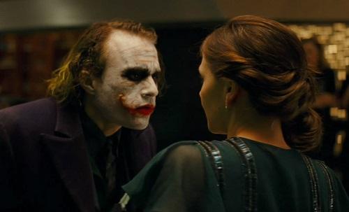 Cảnh Joker đe dọa Rachel gây kịch tính mạnh trong The Dark Knight.
