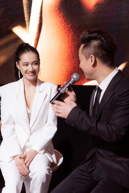 Nhã Phương nói về quá trình thực hiện bộ phim ở Anh cùng đạo diễn Đức Hải.