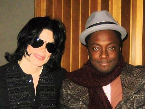 Will.i.am (trái) bênh vực ông hoàng nhạc pop Michael Jackson (Ảnh: MJ world)