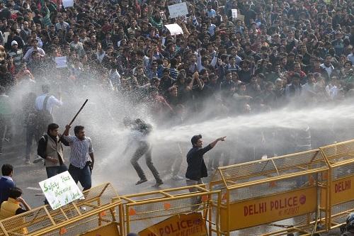 Cảnh biểu tình ở New Dehli (Ấn Độ), đòi phụ nữ được bảo vệ tốt hơn, năm 2012. Ảnh: AFP.