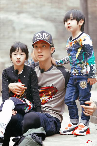 Diễn viên Ngô Tôn và các con trong show thực tế Bố ơi mình đi đâu thế.