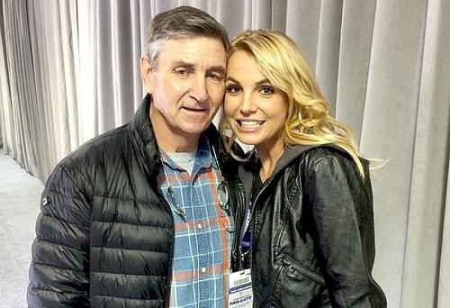 Sự nghiệp thành công nhưng biến cố lại ập tới. Giữa năm 2018, chồng cũ Kevin liên tục đòi Britney phải tăng tiền nuôi con lên gấp ba lần. Hai người lại tiếp tục ra tòa và cuối cùng đi đến thống nhất cô phải trả cho anh này 35.000 USD mỗi tháng cho việc nuôi con. Cuối năm 2018, cha ruột Jamie Spears (người trong ảnh) của cô nhập viện trong tình trạng nguy kịch. Cô phải tạm dừng công việc và dành toàn bộ thời gian để chăm sóc cha mình từ đó đến nay. Ảnh: US Weekly.