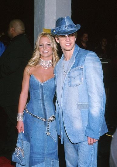 Đầu năm 1999, cô bắt đầu hẹn hò với Justin Timberlake, lúc bấy giờ là ca sĩ trong nhóm nhạc NSYNC. Họ là cặp đôi được nhắc đến nhiều nhất Hollywood. Chuyện tình đẹp chấm dứt vào năm 2002. Justin ra mắt MV Cry Me A River với nhân vật nữ có ngoại hình giống với Britney và ám chỉ cô không chung thủy với anh. Ảnh: US Weekly.