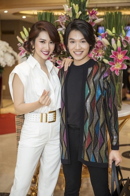 Thúy Ngân và diễn viên Quang Trung (phải)ở sự kiện. Ảnh: Maison de Bil.