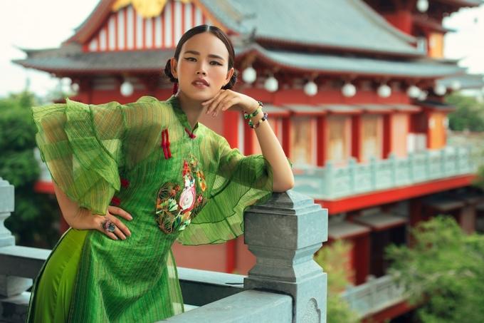 Tuyết Lan trở lại làng mốt sau kết hôn
