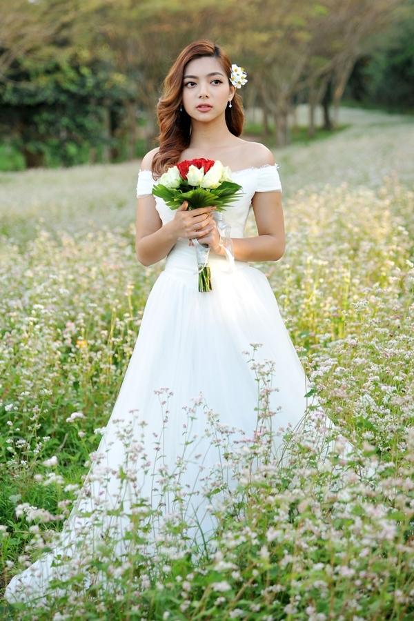 Con gái chưởng môn Vịnh Xuân mặc váy cưới giữa đồng hoa Đà Lạt